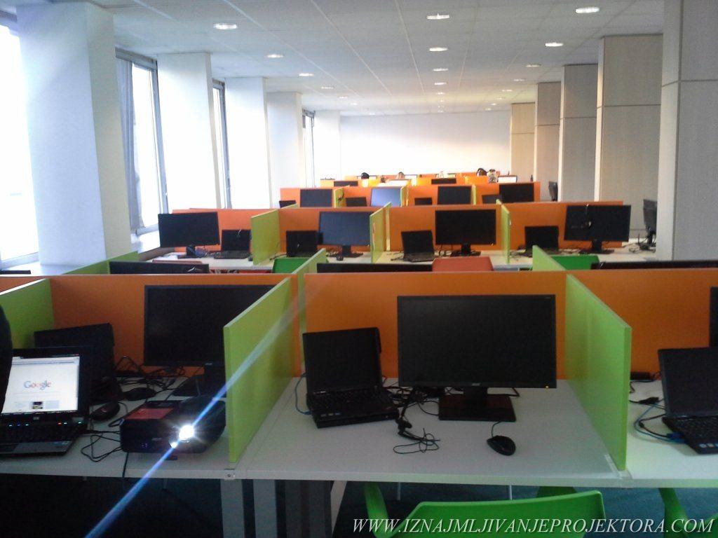 Iznajmljivanje projektora za predavanje i obuku radnika