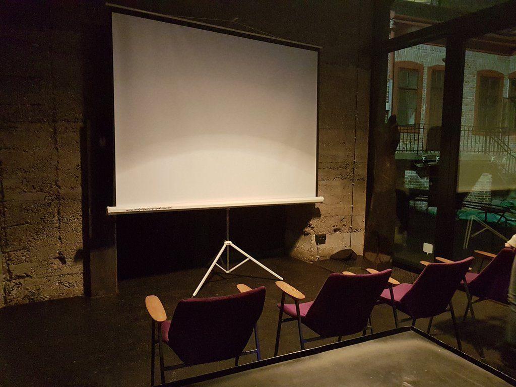 Galerija Štab Iznajmljivanje projektora za prikazivanje filma