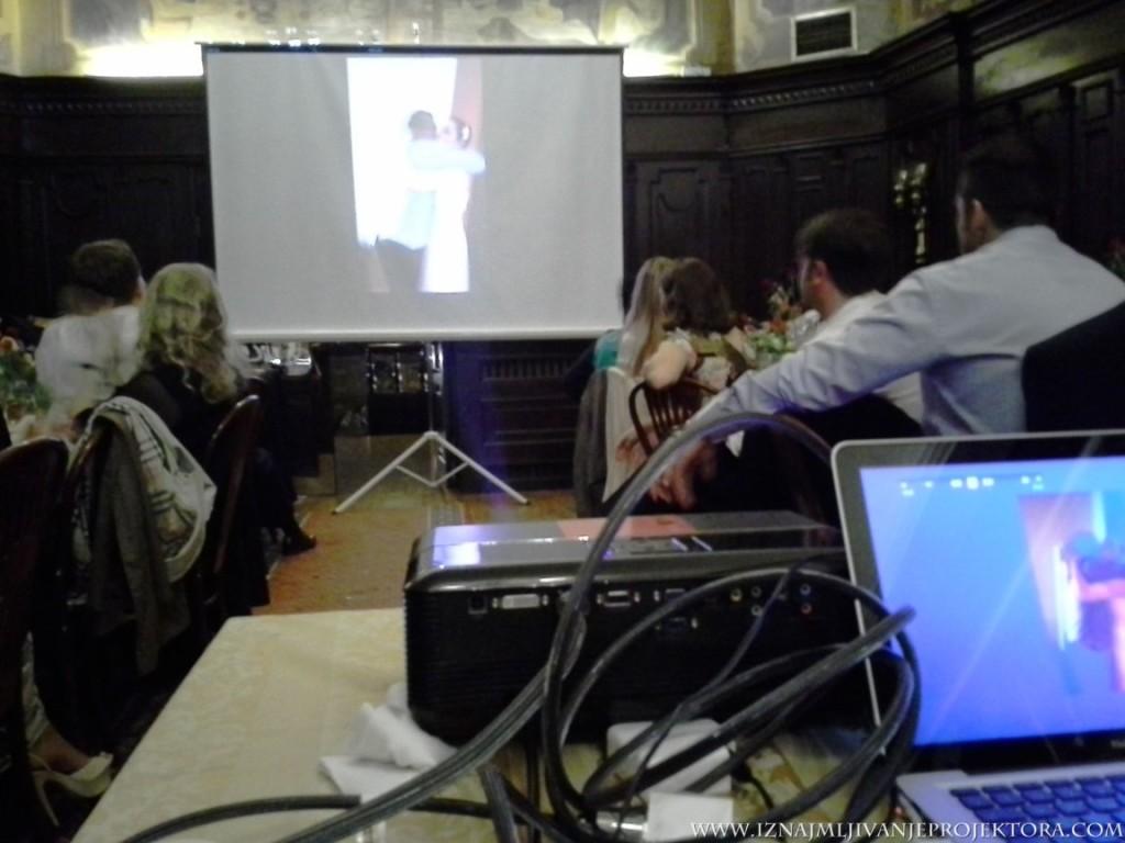 """Iznajmljivanje projektora za svadbu u restoranu """"Dva jelena"""" na Skadarliji u Beogradu"""