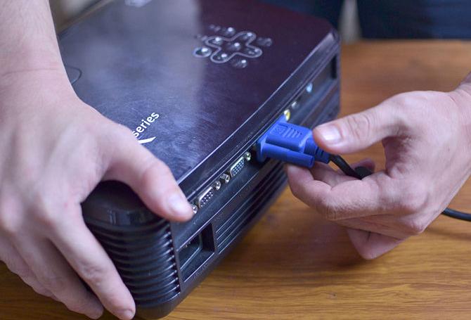 kako-povezati-projektor