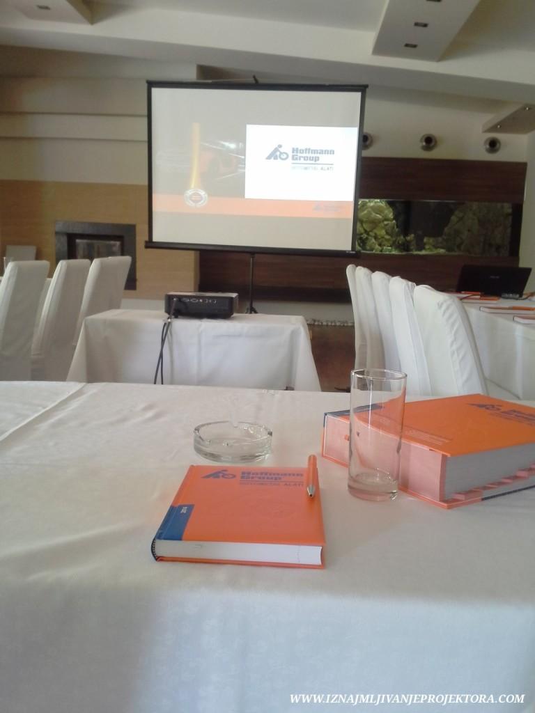 restoran-kostuta-prezentacija-poslovna(1)