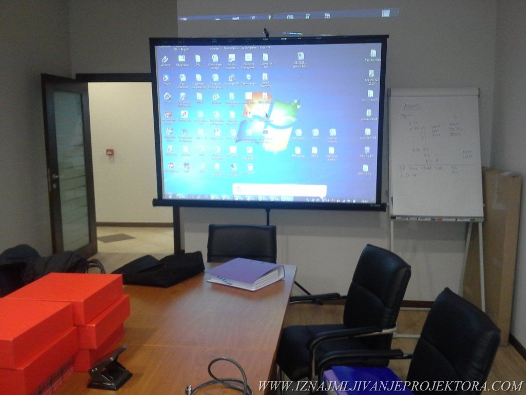 Iznajmljivanje projektora za multimedijalnu prezentaciju