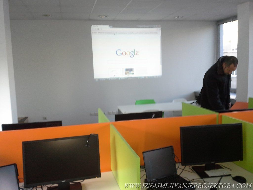 Iznajmljivanje projektora za obuku radnika telefonskog operatera
