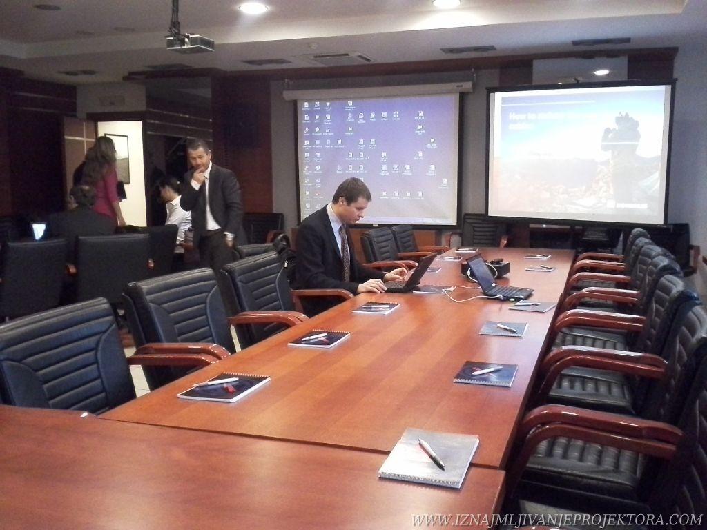 Iznajmljivanje projektora za poslovnu prezentaciju – EPS