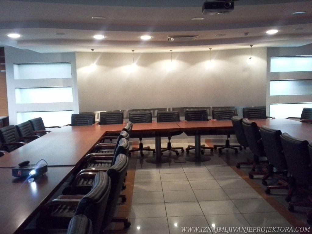 Iznajmljivanje projektora za poslovnu prezentaciju EPS