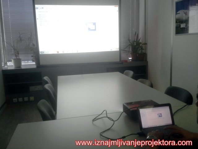 FedEx Iznajmljiovanje projektora za PowerPoint prezentaciju