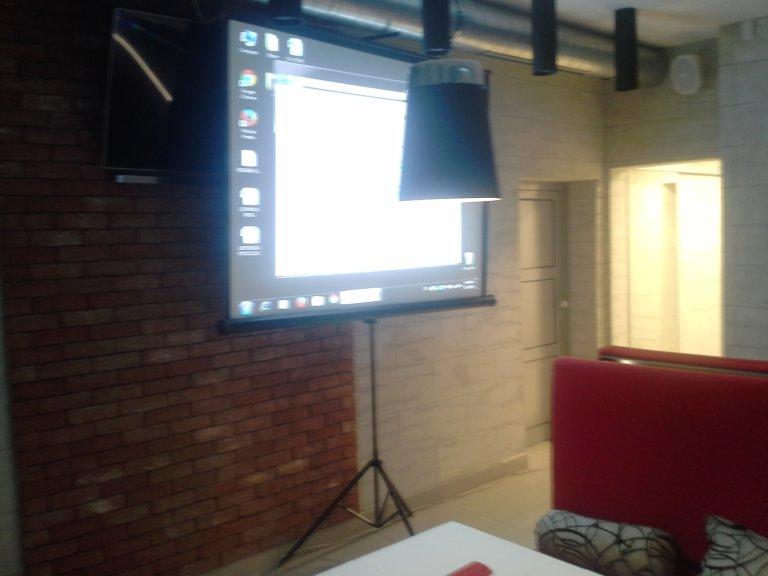 Iznajmljivanje projektora za promociju spota Crna barbika