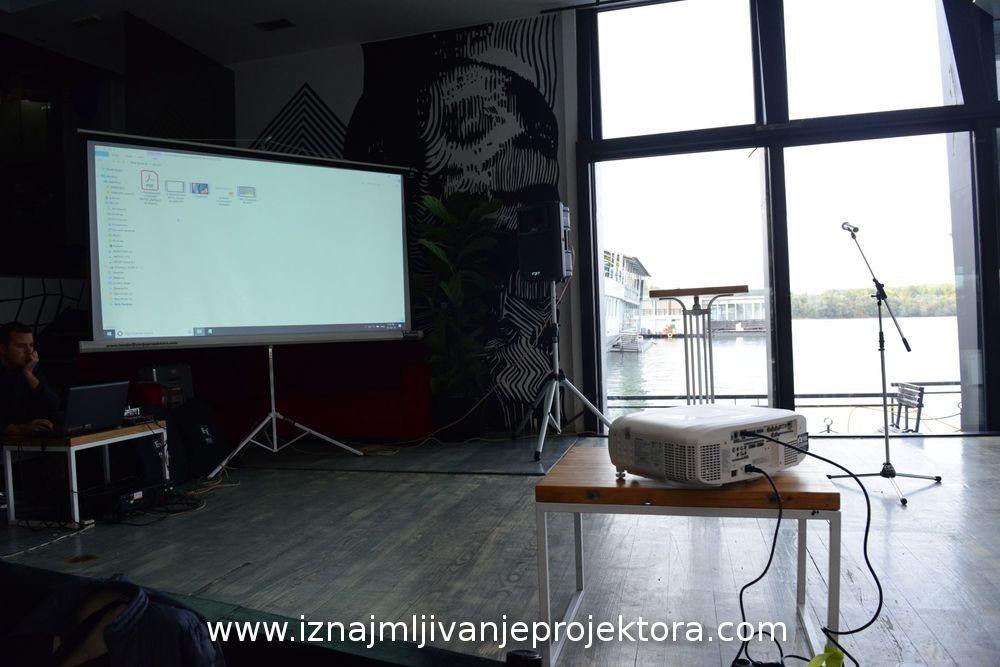 Iznajmljivanje projektora za Fir Italia
