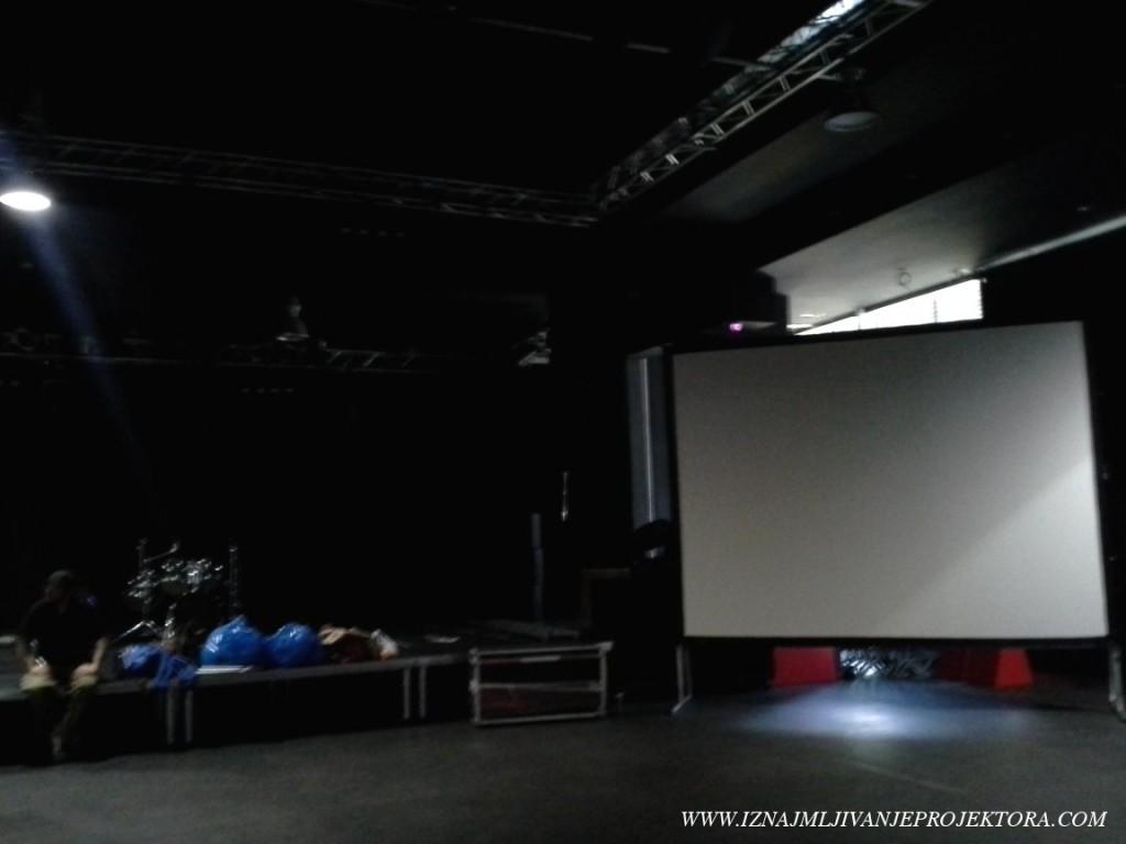 Iznajmljivanje platna za koncert u sali SKC u Beogradu