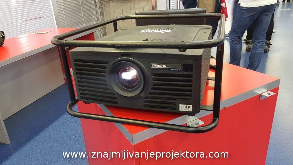 Iznajmljivanje projektora za prikaz filma u Medija Centru Crvene Zvezde