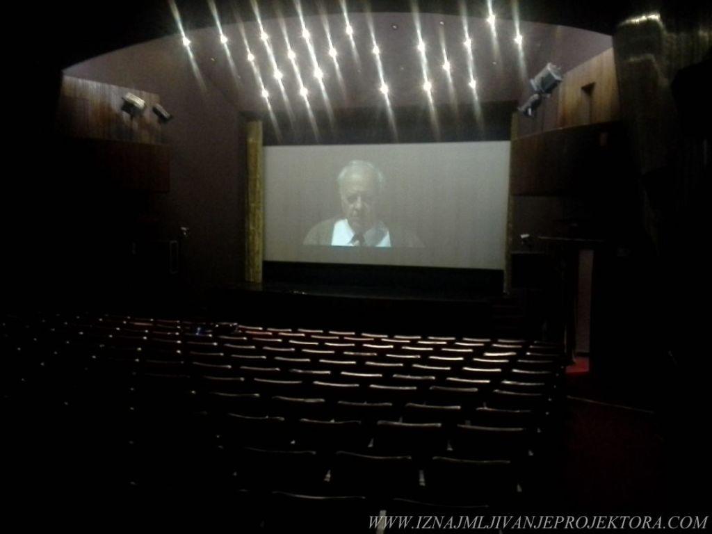 """Iznajmljivanje projektora za premijeru filma """"Bog da prosti"""""""