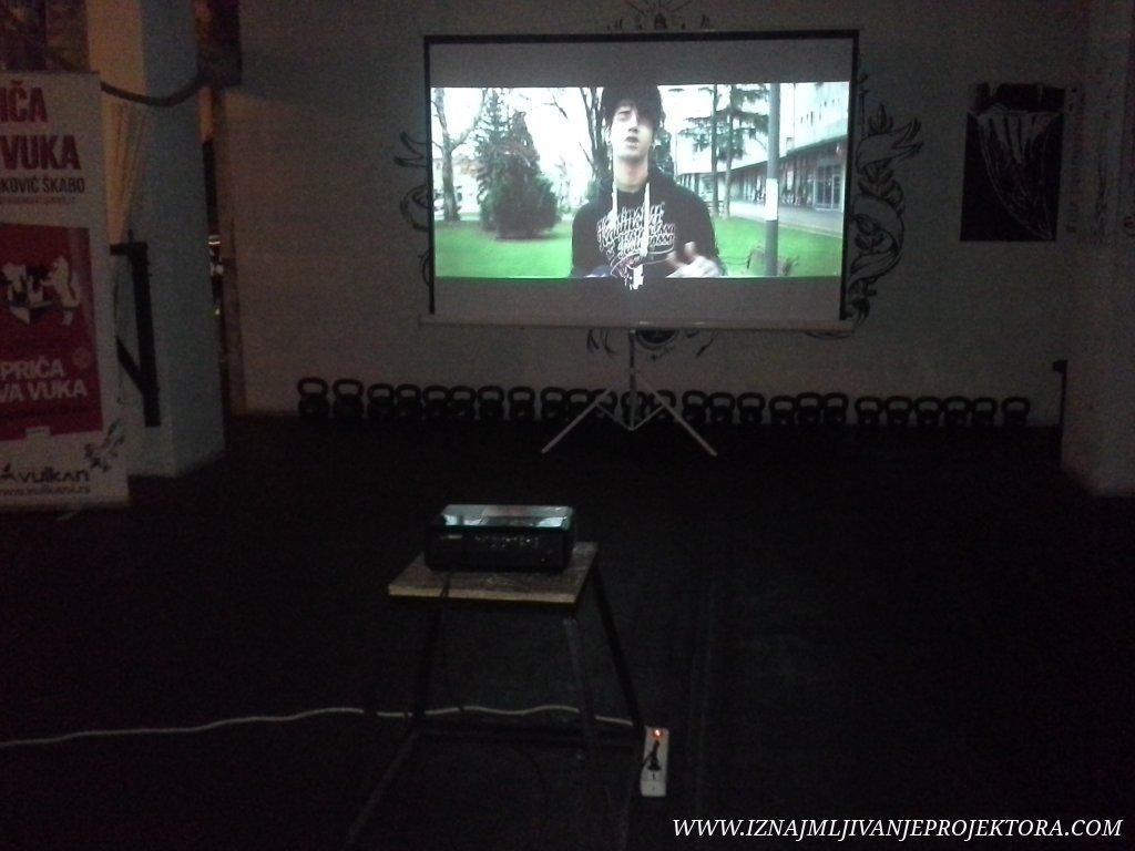 """Iznajmljivanje projektora za promociju knjige """"Priča dva vuka"""""""