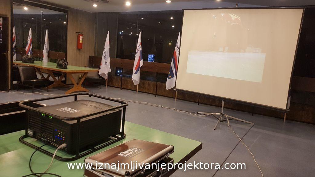 Promocija PSS Bogoljub Karić – Projekcija na platnu 250x250cm