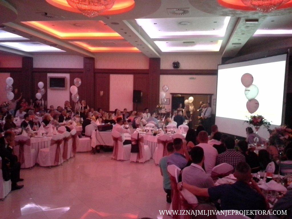 Iznajmljivanje projektora za potrebe proslave firme