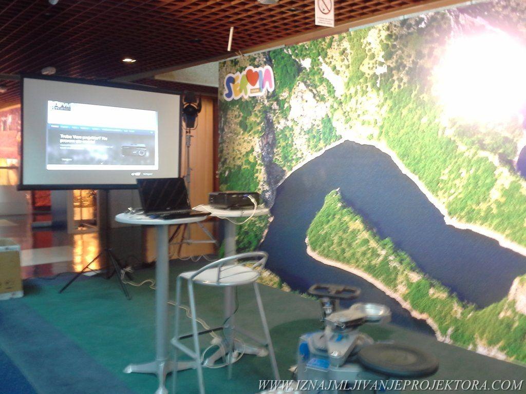 Iznajmljivanje projektora - Štand Privredne komore Srbije
